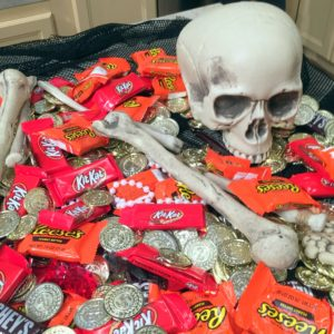 I love this giant skull overflowing with delicious candy by Hershey's - Kit Kats, Reece's Peanut Butter Cups, and Hershey's milk chocolate! Delicious handfuls of treats all over the table to enjoy. https://www.hersheys.com/en_us/home.html
