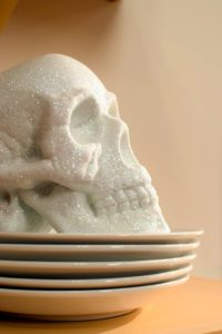 And a skull on the plates - a perfect touch for those buffet tables.