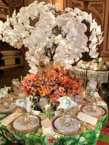 This lovely white centerpiece was by Robin Henry Studio.
