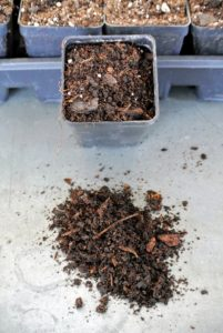 Mix-PX1 is an all-purpose mix with composted peanut hulls. The well-drained mix is suitable for growing a variety of crops in smaller containers ranging in size from cell packs to hanging baskets.