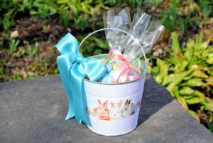 Such adorable Easter buckets - practical, personal and sweet. Tomorrow, I'll share photos of how we decorated my home for the holiday - you'll get lots of fun ideas!