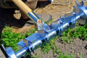 This seeder is made of long-lasting stainless steel.