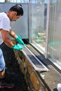 Carlos starts by cleaning the screens. This chore is done once a year, so a lot of dust and debris can accumulate on the screens and windows.