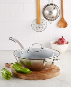 This multipurpose pan has a rounded bottom and tall sides, and is ideal for sauces and soups.