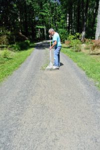 Next, Fernando rakes all the clipping up from the road. This is also a good time to check for any weeds hat have grown elsewhere on the road - occasionally, weeds will pop up in the middle. Fernando checks every section and gets all the weeds he can see.