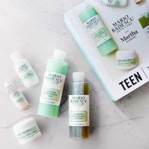 The teen kit features five simple, gentle, and effective products designed to balance temperamental skin. It was also created to inspire good skin care habits early on. It includes an enzyme cleansing gel, a seaweed cleansing lotion, an oil-free moisturizer, an orange tonic mask, and a drying lotion for troublesome acne spots.