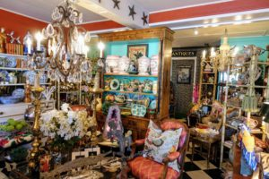 Another stop on Dixie Highway - Brass Scale Antiques, owned by Judy Barron, the sister of my friend, Lisbeth. http://www.brass-scale-antiques.com