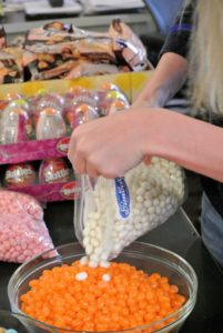 We mixed the jelly beans to make them look even more fun - these white jelly beans are coconut flavored.