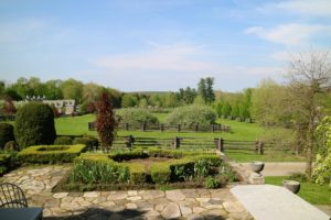 Yesterday was a beautiful spring day. The gardens around the farm are looking so gorgeous.