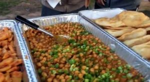 Nepali chickpea curry is also very popular. This dish uses chickpeas, onion greens, coriander and other spices.