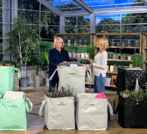 QVC Host, Kerstin Lindquist, and I showed these special TSV totes again in the evening - it gives the audience a lot of opportunities to view the bags and to see how handy and useful they are around the home.