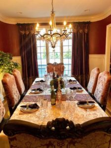 My executive administrative manager, Dorian Arrich, spent her holiday at her brother's in Naperville, Illinois - look at this elegant table setting.