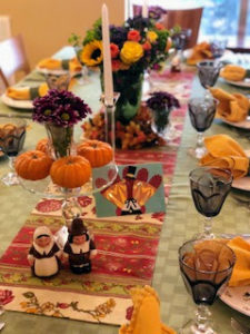 Brand coordinator, Jessica Hopen, spent her Thanksgiving in sunny Florida with her family. Here is Jessica's mom's beautiful table. Jessica made the turkey card using my fabulous Cricut machine from Michaels.
