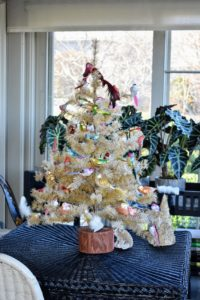 And in this room, a cheerful tabletop Christmas tree adorned with all sorts of colorful bird ornaments.