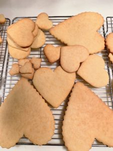 I made large and small cookies - some with decorative edges, and some left smooth.