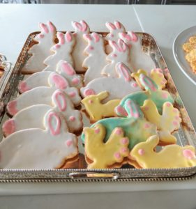 Display a mix of cookies on large serving trays - they look so inviting, especially to the youngest guests.