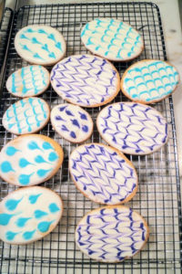 You can also make colored chevron designs. These cookies were from another Easter celebration. I choose a different color palette every year.