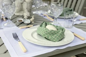 And outside, brighter shades of green and white are used to decorate this table on my terrace. A napkin serves as a quaint nest for the egg.