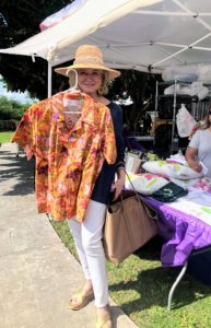 Here I am with a fun and colorful orchid blouse! What do you think? I had so much fun at the Redland International Orchid Festival - I can't wait to return. If you love orchids as much as I do, try to make the trip! Tomorrow, I will share more images from my busy day in Florida.