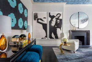Designer Jennifer Cohler Mason created this sitting room to include vintage 1950s lounge chairs and a dramatic palette of blue accent pieces. (Photo by Nickolas Sargent)
