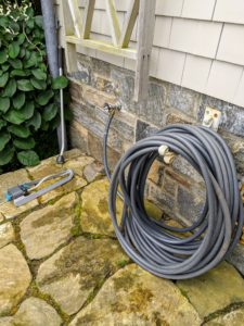 Here is another hose located on a terrace at my Winter House - again with a sprinkler and if necessary a watering wand, so they're always within reach. After the season, all these supplies are cleaned and stored.