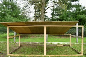The plywood is placed on top of the frame - these will fit just right. The shelter will not only keep the birds dry and free from drafts, but also provide additional space for nesting.