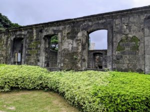 Inside the fort were guard stations, together with the barracks for the troops and quarters for the warden and his subalterns. Also inside were various storehouses, a chapel, the powder magazine, the sentry towers, and the cisterns.