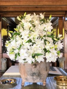 The Living Hall at Skylands is always used during summer months. This grand faux-bois cement table is where I like to display large flower arrangements. About 100-stems of lilies were used for this arrangement made by Kevin. The lilies are from my garden at Bedford. We planted more than 1500 white lilies of various types and transported some by truck to Skylands.