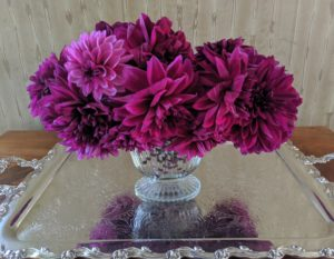 I love this arrangement - a mix of dark pink and plum.