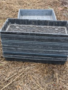 To dry the dahlias, we use shallow plastic mesh trays like these that provide good air circulation. They're available at Johnny's Selected Seeds and can be ordered in multiples of five. https://bit.ly/355EPCu