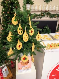 The tree looks so festive when filled - and what a fun project to do with the children.