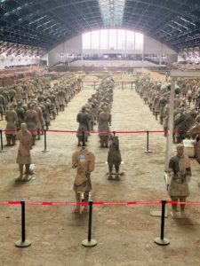 The Terracotta Army is regarded as one of the greatest discoveries of the 20th century and is known as the eighth wonder of the world. Since its discovery, more than 8,000 soldiers, 130 chariots, and 670 horses have been uncovered. Please visit it if you can.