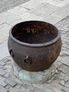 I admired this fire pit - it looks similar to the ones at my farm.