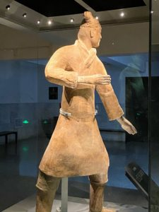 This is a standing archer, dressed in an unarmored battle robe. It was unearthed in Pit 2. Its pose shows that this archer was ready to shoot.