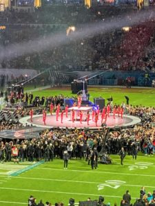The Super Bowl LIV halftime show usually lasts about 30-minutes. This year, it was co-headlined by Shakira and Jennifer Lopez. Shakira kicked things off, dressed in glittering red with an army of female dancers at her command.