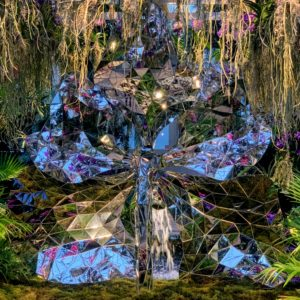 Here's a closer look at the mirrored vanda sculpture fountain.