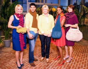 Knitting is not only for scarves. There are many accessories that can be knitted from yarn, including bags and purses.