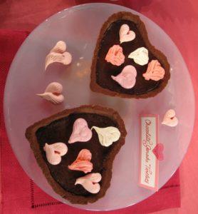 Chocolate ganache tartlets decorated with meringe hearts http://www.marthastewart.com/recipe/chocolate-ganache-tartlets