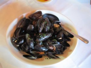 The steamed mussels in white wine were sublime!