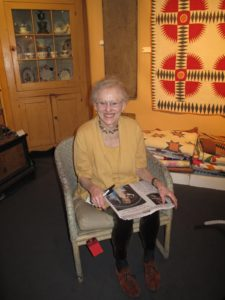 This is Susan Parrish, who deals in quilts and other Americana antiques. www.susanparrishantiques.com/
