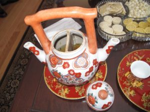 This is a two part tea pot - two teas can be brewed at once.