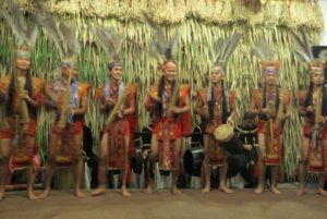 During dinner, the staff performed traditional song and dance.