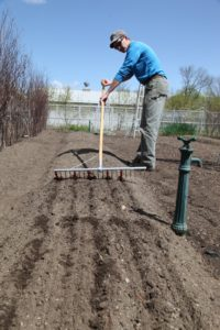 This clever tool is a design of garden great, Eliot Coleman.  http://www.fourseasonfarm.com/