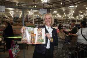 Paula Moses was the first in line - She brought an old House Beautiful magazine from 1977.  That's me in my old Turkey Hill kitchen.