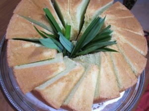 And a wonderful semolina cake flavored with a bit of Pandan leaf