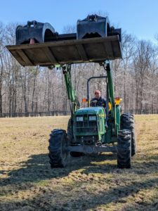Carlos spread two tons of lime in just two hours. One of the best ways to care for your horse is to care for your land so it can provide healthy pastures all year round.