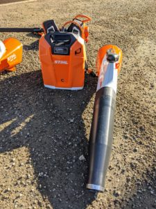 This is STIHL's backpack battery. This backpack battery eliminates the cost of fuel and engine oil and can be used with this handheld blower.
