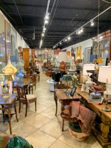 DAFA offers a suite of impeccable showrooms featuring constantly changing collections of antiques, decorative objects, and original fine art.