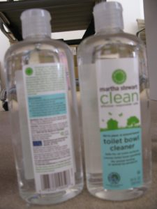 The natural thickeners in this toilet bowl cleaner allow it to cling to vertical surfaces for effective cleaning and deodorizing, and it removes hard water stains.