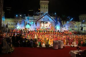 The last dance, the peak of the event was Dikir Barat, the local Kelantanese traditional song and dance that was performed by 5,500 dancers.